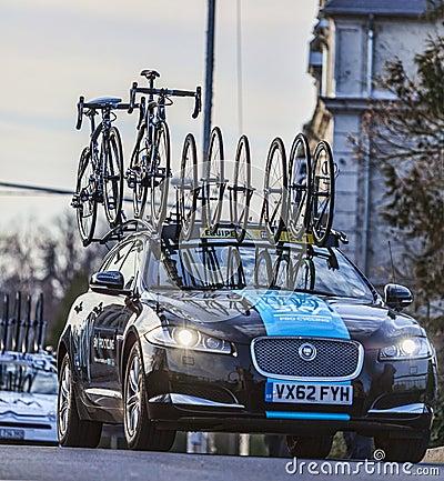 Carro técnico da equipe de Procycling do céu Foto de Stock Editorial