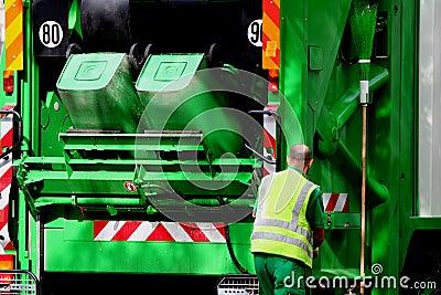Carro y trabajador de basura