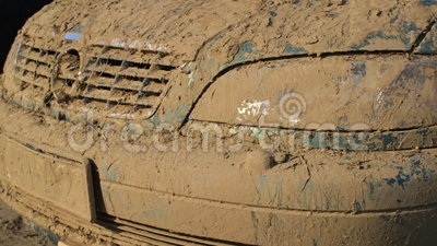 Carros danificados em consequência da inundação filme