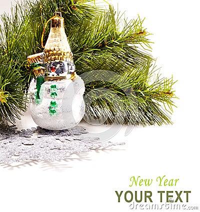 Cartão do ano novo com boneco de neve bonito