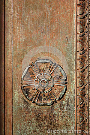 Free Carved Tudor Rose On A Vintage Doorway Stock Photo - 30151620