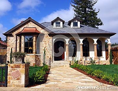 Casa con la fachada de piedra imagenes de archivo imagen 9134384 - Piedras para fachadas de casas modernas ...