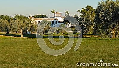 Casa de campo no campo de golfe