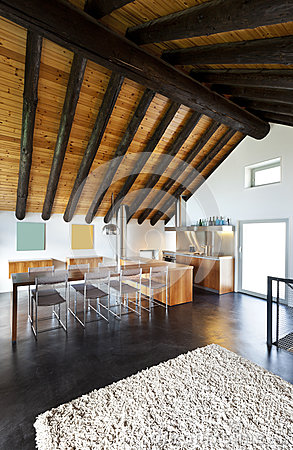 Casa della montagna disegno moderno fotografia stock for Programma di disegno della casa libera