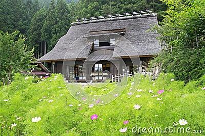 Casa di campagna del giapponese di stile tradizionale for Architettura tradizionale giapponese