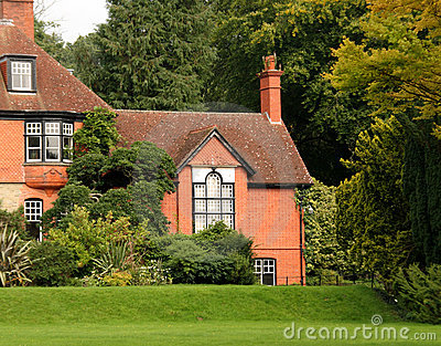Casa di campagna e giardino inglesi fotografia stock for Case inglesi foto
