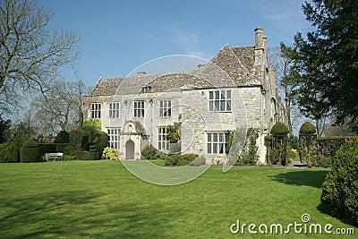 Casa di campagna inglese immagini stock immagine 2414144 for Design di casa di campagna inglese