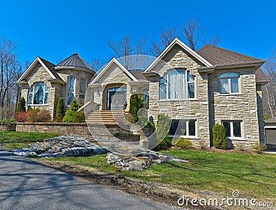 Facciata casa in pietra idee per la casa for Case con facciate in pietra