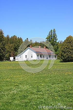 casa di ranch bianca semplice immagini stock libere da