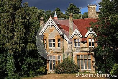 Casa drammatica nel legno