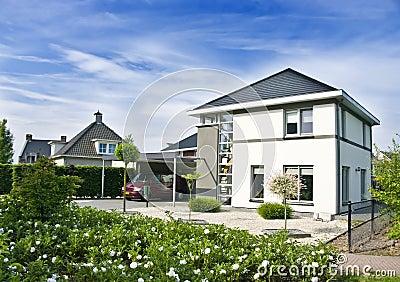 Casa e jardim modernos