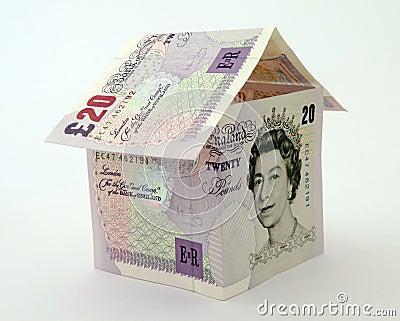Casa hecha de notas y de cuentas del dinero Imagen editorial