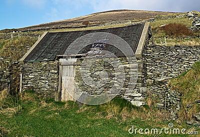 Casa irlandesa do lado do país
