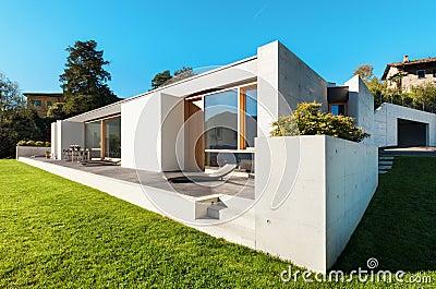 Casa moderna en el cemento imagenes de archivo imagen for Casa moderna vector