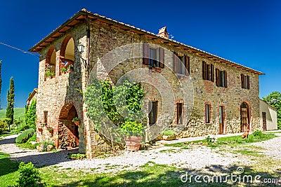 Casa rurale della toscana di estate immagini stock for Casa della piastrella firenze
