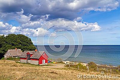 Casa sueca de la cabaña en el mar Báltico