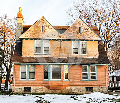 Casa vittoriana il giorno di inverno soleggiato fotografia for Portico laterale in stile casa in stile charleston