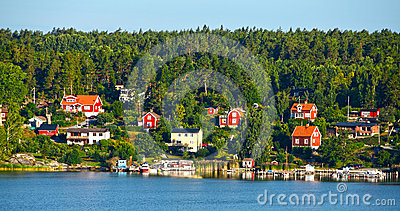 Casas de madeira vermelhas
