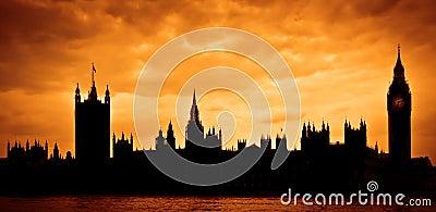 Casas del parlamento en la puesta del sol