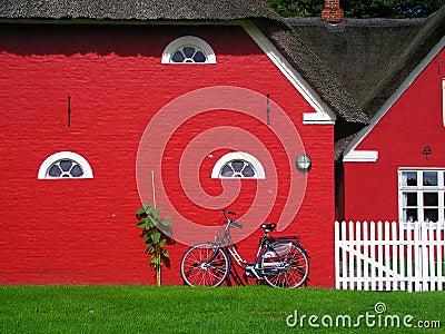 Casas vermelhas escandinavas foto de stock imagem 35263740 - Casas escandinavas ...