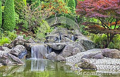 Cascada de la cascada en jard n japon s en bonn foto de archivo imagen 44810735 - Cascada de jardin ...