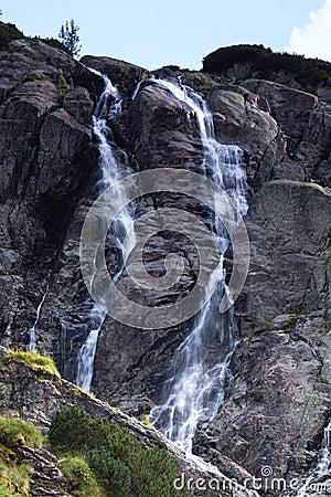 Cascada de la montaña