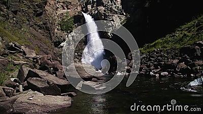 Cascada Kurkure en el verano metrajes