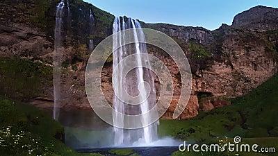 Cascada Skogafoss en Islandia metrajes