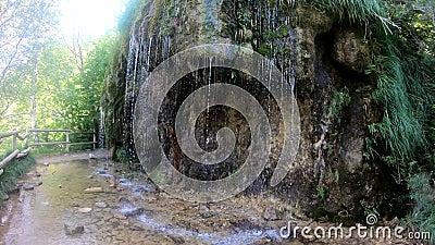 Cascade van zoet bronwater bij de Ermita de Santa Elena stock footage