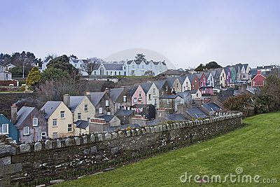 Case irlandesi in Cobh, sughero della contea, Irlanda.