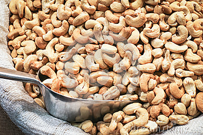 Organic Cashew Nuts Market