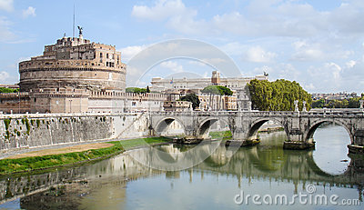Castel Sant Angelo and the bridge ponte Sant Angelo. Rom Editorial Stock Image