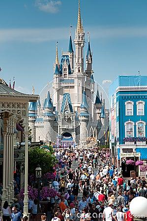 Castillo de Cinderella - reino mágico Imagen editorial
