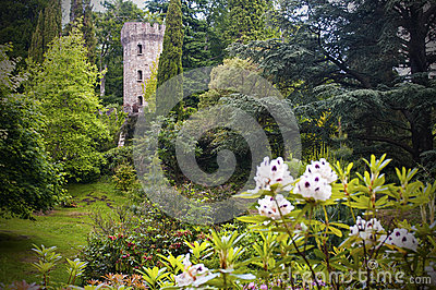 Castillo y jardín irlandeses encantados