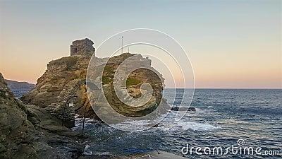 Castle στο νησί Άνδρου στην Ελλάδα Διάσημος τουριστικός προορισμός φιλμ μικρού μήκους