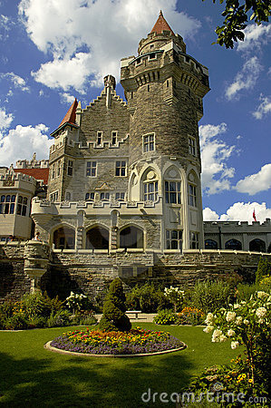 Free Castle And Garden Royalty Free Stock Image - 217036