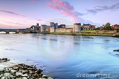 Castle Del Re John In Limerick, Irlanda. Immagine Stock - Immagine: 24621891