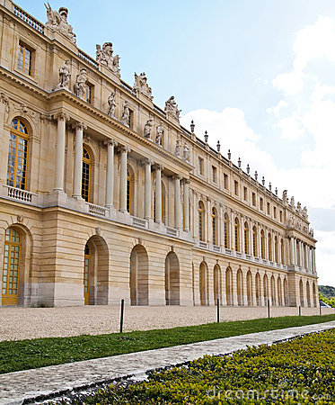 Free Castle Of Versaille Frontage With Blue Sky Stock Image - 19845371