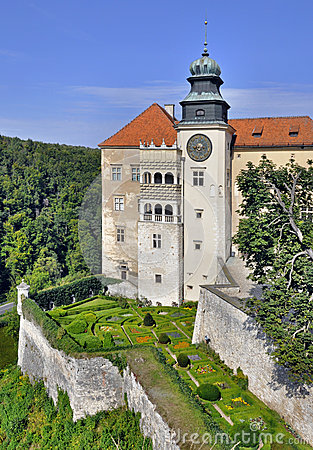 Free Castle Pieskowa Skala In Poland Stock Photos - 26275813