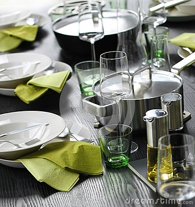 Casual green table setting