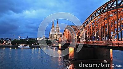 Catedral de Colónia e ponte hohenzollern vídeos de arquivo