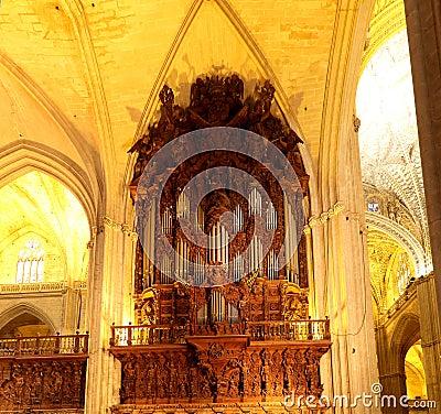 Catedral interior de sevilla catedral de st mary del - Catedral de sevilla interior ...