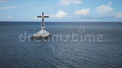 Catholic cross in the sea. Sunken Cemetery cross in Camiguin Island, Philippines.large crucafix marking the underwater sunken cemetary of the coast of camiguin stock video