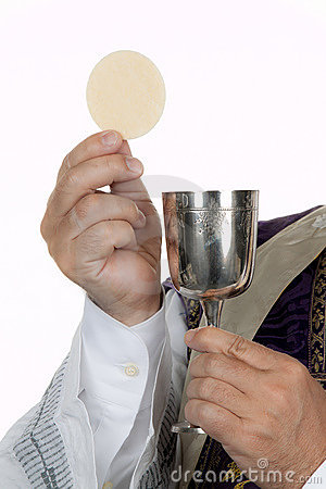 catholic-priest-chalice-host-communion-15366591.jpg