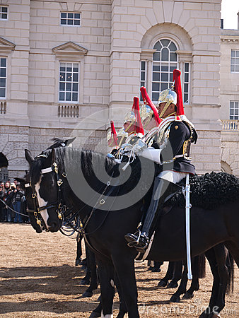 Cavalerie de ménage au défilé de dispositifs protecteurs de cheval Photo stock éditorial