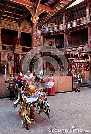 Cavalo do passatempo, teatro do globo, abundância Londres de outubro Foto Editorial