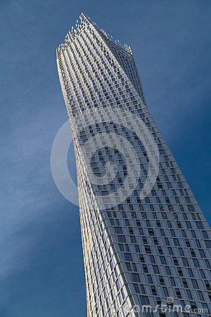 Free Cayan Tower In Dubai Marina Royalty Free Stock Image - 39724766