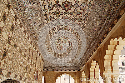 Ceiling decorated with inlaid stone and mirrors
