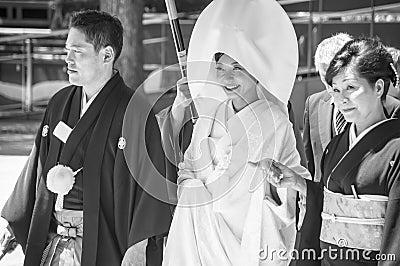 Celebración de una boda japonesa tradicional. Foto editorial
