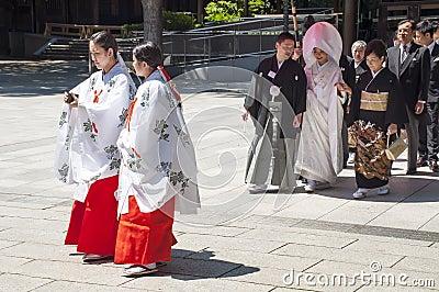 Celebrazione di una cerimonia nuziale giapponese tradizionale Fotografia Stock Editoriale